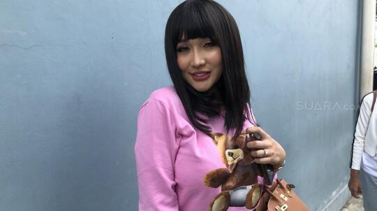 Selain Namanya Tak Senonoh, Kopi Lucinta Luna Juga Mengandung Kolagen