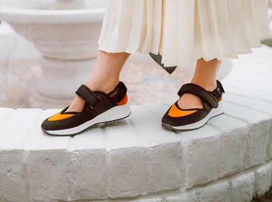 5 Rekomendasi Merek Sneakers Lokal yang Bikin Penampilan Makin Kece