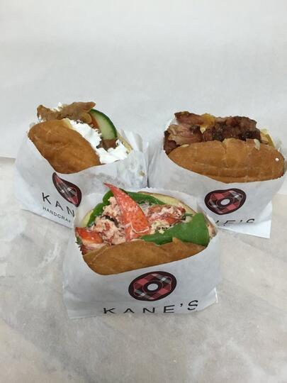 Nggak Cuma KFC, Tempat Ini Juga Pernah Bikin Menu Donut Burger dan Sandwich Kok