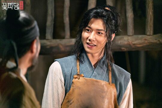 Kenalin Ini Seo Ji Hoon, Aktor Muda Korea yang Sekarang Jadi Raja