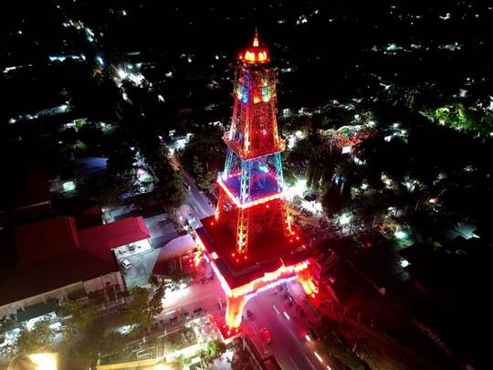 Tak perlulah pergi ke Paris untuk Melihat Menara megah. Cukup ke Gorontalo saja