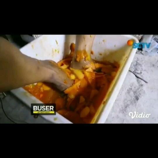 Terbuat Dari Tomat Busuk Rasa Kaki, Yakin, Masih Mau Makan Bakso Campur Saos Ini?