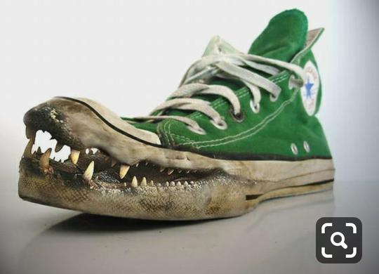 Berani Beda? Cobain Beberapa Sepatu Sendal Berdesain Anti-Mainstream Ini!