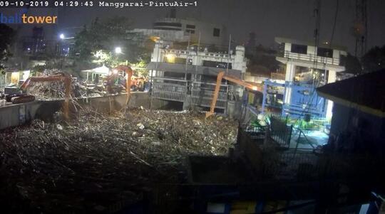 Jakarta Hujan Semalam, Sampah Menumpuk di Pintu Air Manggarai