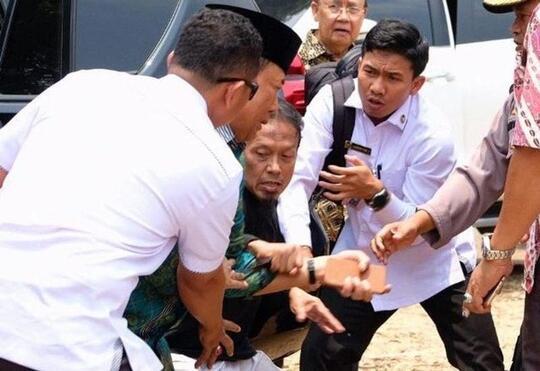 [Breaking] Pascapenusukan, Wiranto Dapat Pertolongan Medis di RSUD Berkah