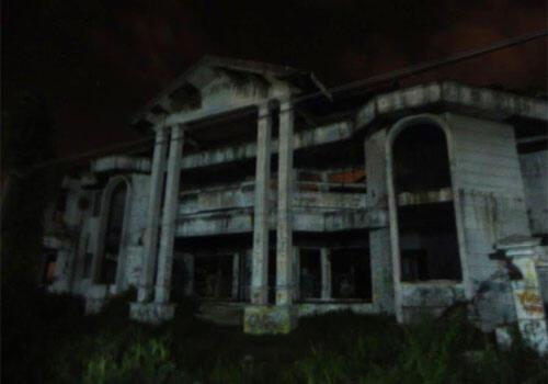 Hanya Untuk yang Bernyali Besar! Paket Wisata Horor di Indonesia