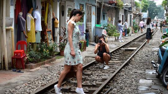 'Train Street', Jalur Kereta Instagramable di Hanoi Ini Akan Ditutup Untuk Turis Gan