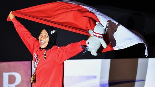 Atlet Putri Indonesia Aries Susanti Pecahkan Rekor Dunia Panjat Tebing