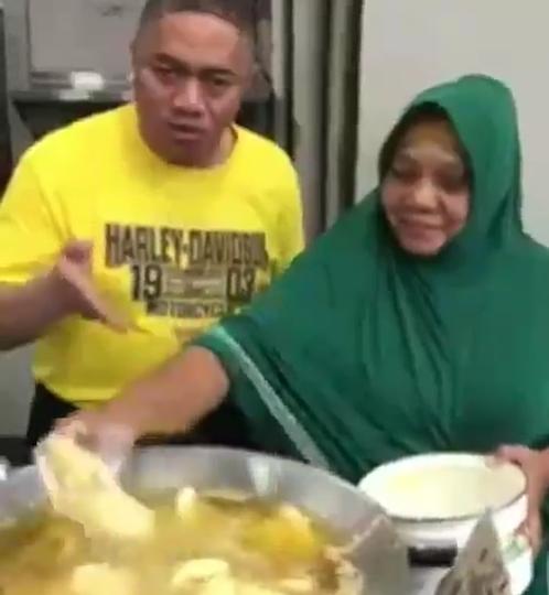 Viral Video Menggoreng Pisang dengan Tangan Kosong, Tanpa Spatula! Sulap atau Sihir?