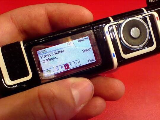 5 Ponsel Jadul Berbentuk Aneh, Kamu Pernah Punya Yang Mana?