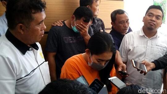 Bejad! Seorang Guru Melakukan Threesome Bersama Pacar dan Muridnya