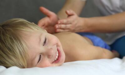 Sentuhan Seorang Ibu, Obat Mujarab Untuk Atasi Kecemasan Pada Anak!