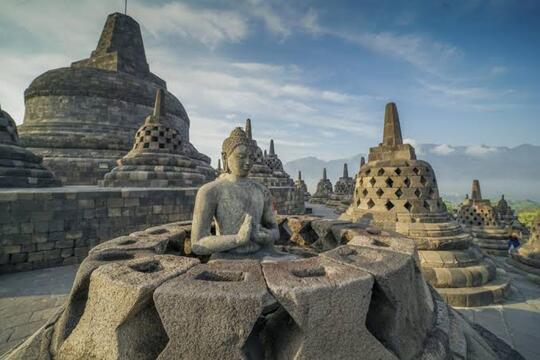 4 Cocoklogi Ngawur Warga +62, Dari Kota Atlantis Hingga Borobudur Karya Nabi Sulaiman