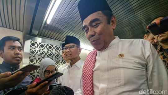 Cerita Menag Pecat Pembantu Pro-Khilafah Lalu Dibilang 'Salah Jalan'