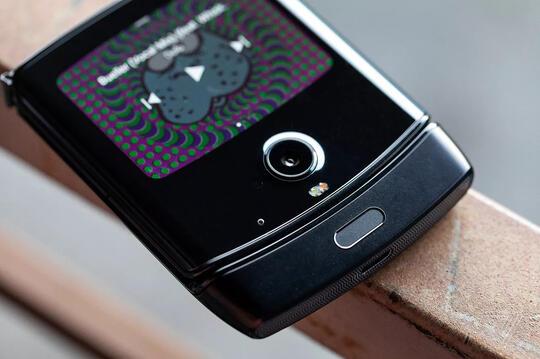 Motorola RAZR Bangkit! HP Lipat 'Jadul' Tapi Canggih!