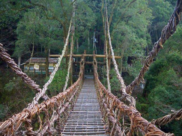 Ada Yang Berani Ngelewatin 8 Jembatan Maut Ini?