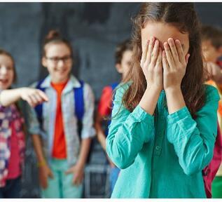Indriana yang jadi ejekan teman sekelasnya karena tinggal di bekas kandang ayam